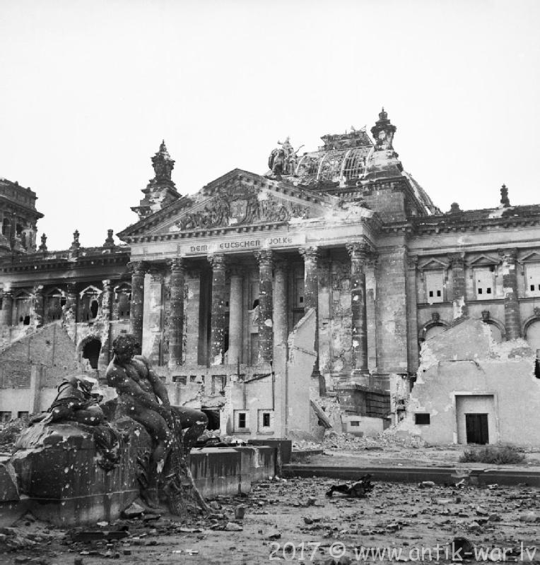 Reichstag_after_the_allied_bombing_of_Berlin.jpg